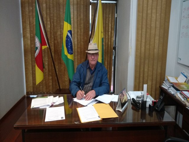 VALENTIM GELAIN ASSUME PODER DO EXECUTIVO